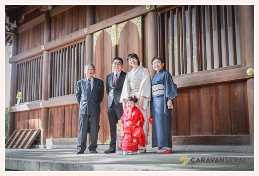 若宮八幡社(名古屋市中区)で七五三 家族の集合写真