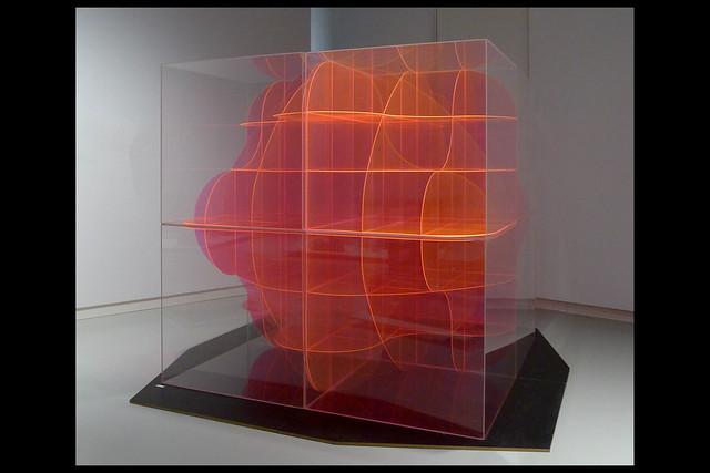 gewelfd cubisch kruis 01 ca 1970 slothouber j_graatsma w (design museum den bosch 2019)