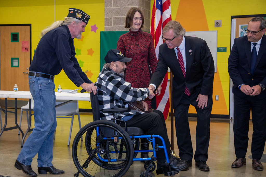 Senator Formica attends The Salem/Bozrah Korea and Vietnam Veteran Recognition Ceremony at The Salem Elementary School 2019-11-12