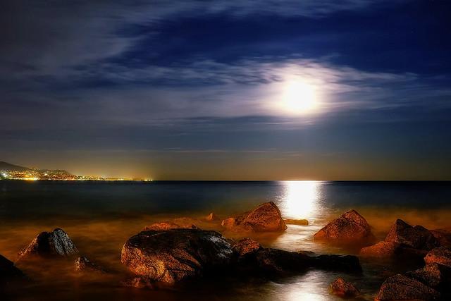 A full moon on the rocks please