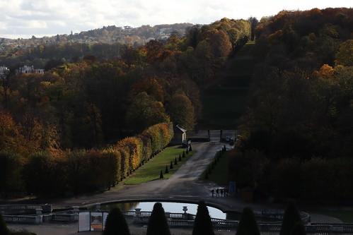 Parc de Saint Cloud l'emplacement du château disparu Allée du Fer à cheval, montée de la Balustrade, et en haut le le rond point de la balustrade où se trouvait la lanterne de Démosthène