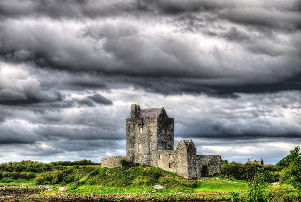 Kinvara IR - Dunguaire Castle 03