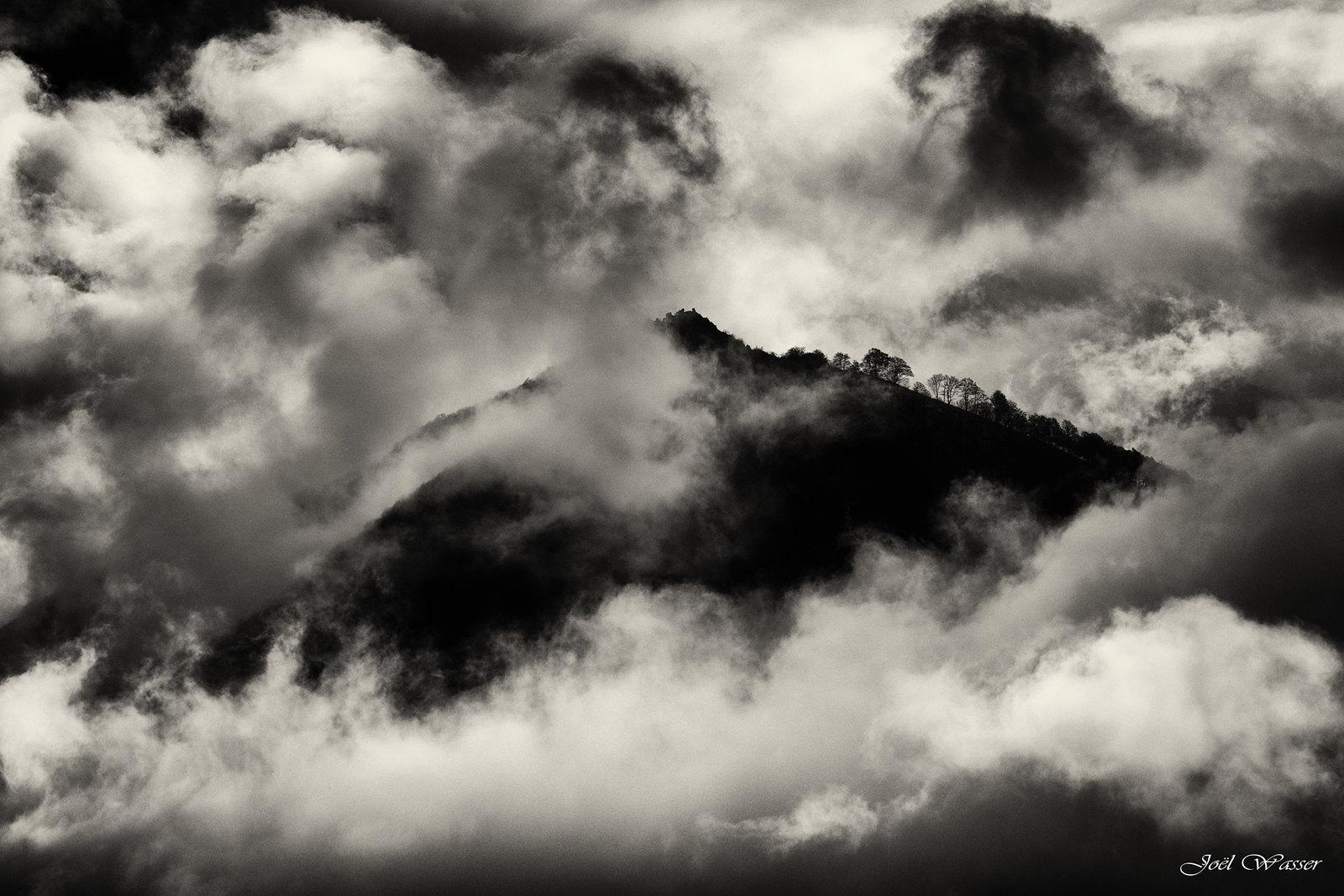 Montagne_Nuages_N-&-B