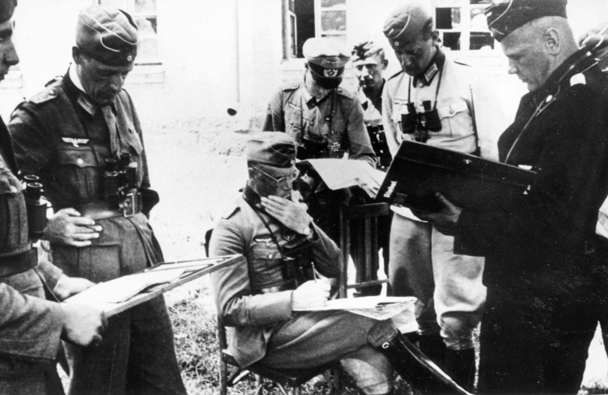 1941. Офицеры подразделения немецкой армии за несколько часов до вторжения Германии в Советский Союз 22 июня