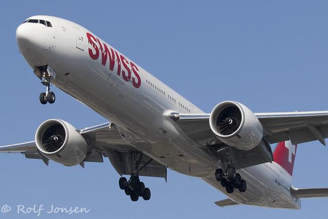 HB-JNJ Boeing 777-300ER Swiss Los Angeles airport KLAX 11.09-18