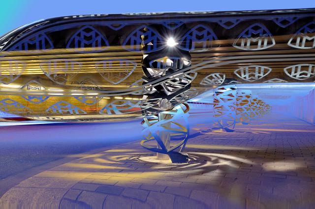Blue Hour in Robot city  -  Heure bleue à Cité-robot