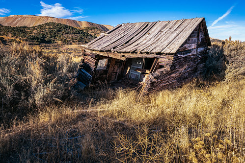 solemn shack landscape bushes brush serious nevada quiet forgotten colorful house abandoned d850 scary farm home creepy field ely unitedstatesofamerica