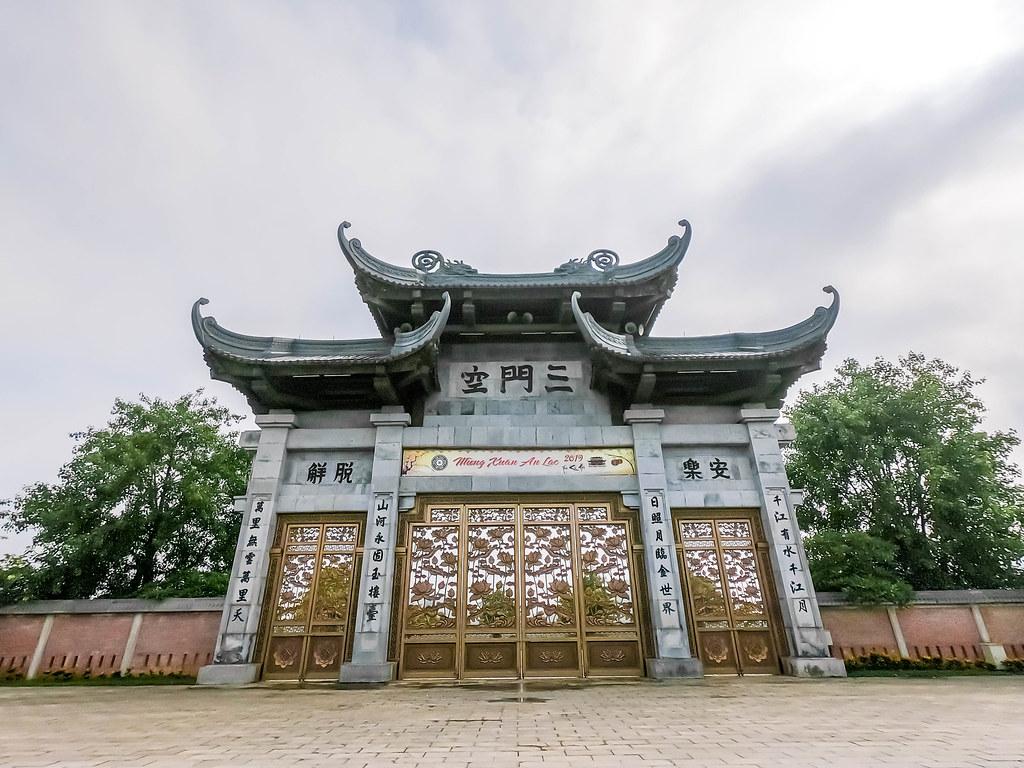 bai-dinh-pagoda-ninh-binh-vietnam-alexisjetsets-2