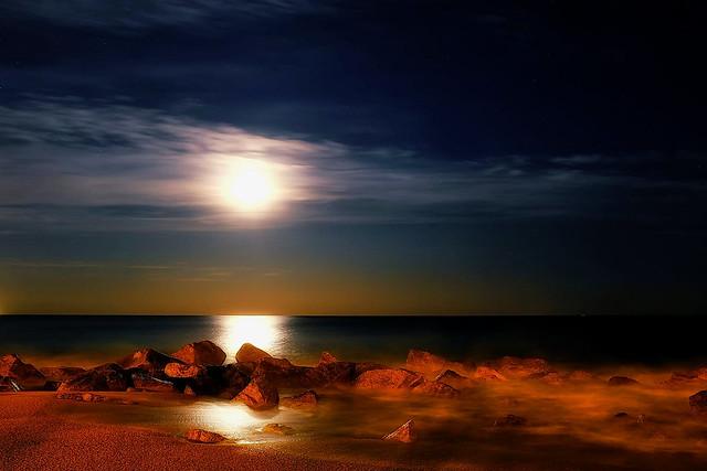 More full moon on the rocks