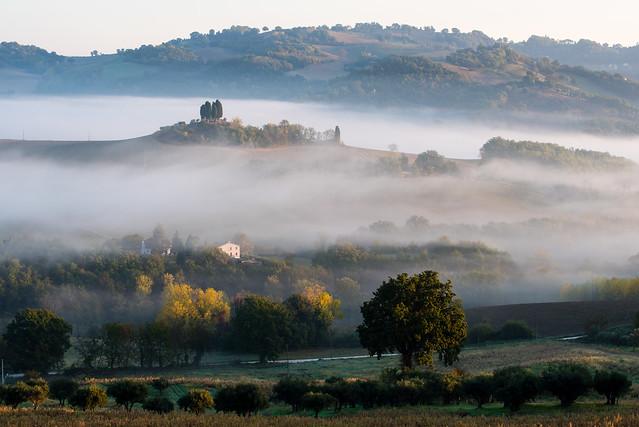 Una valle di nebbia