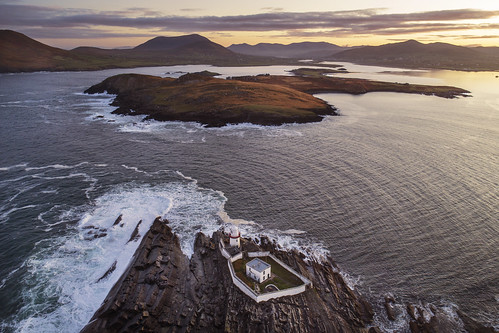valentia island kerry countykerry ireland wildatlanticway atlantic ocean lighthouse irish light dawn sunrise sea waves rocks