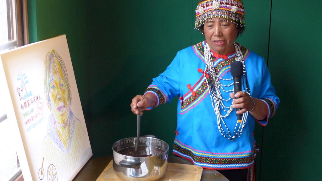 布農資深保種達人李菊妹迪娜,帶來Bainu Dangqas(布農族語,紅色的豆)。孫文臨攝