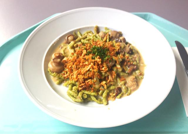 Spinach spaetzle with mushrooms, cream sauce & roast onions / Spinatspätzle mit Waldpilzen, Rahmsoße & Röstzwiebeln