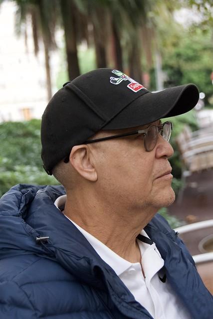 Rafael, de la República Dominicana, viu a Barcelona. Li va plaure ser fotografiat. Captura a l'av. Josep Tarradellas, Barcelona.
