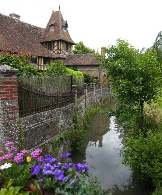 Le canal du Doigt, Beuvron en Auge, Pays d'Auge, Calvados, Normandie, France.