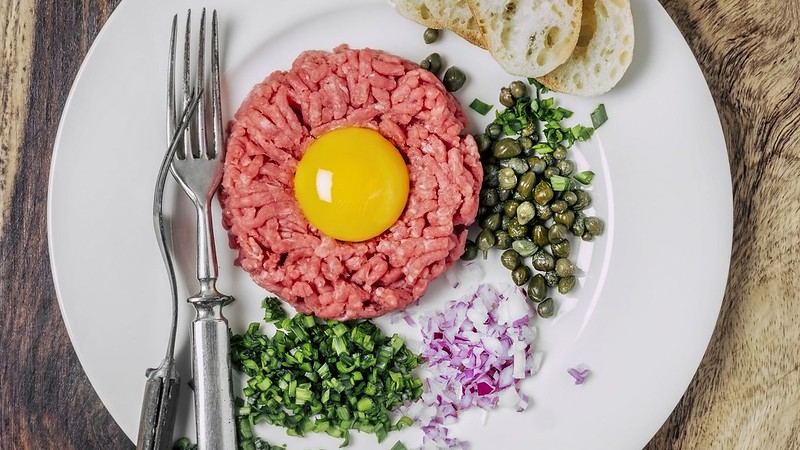 Steaktartare-GettyImages-615581782-59bff3af0d327a0011a1aadc