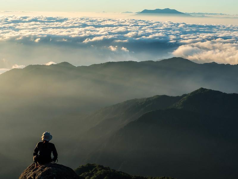 早朝の白山山頂から