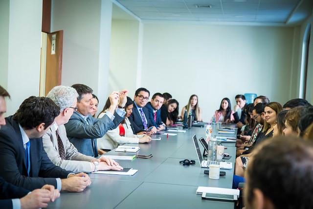 Alumnos de Acade se reunen con SOM Chair APEC 2019 Mathias Francke