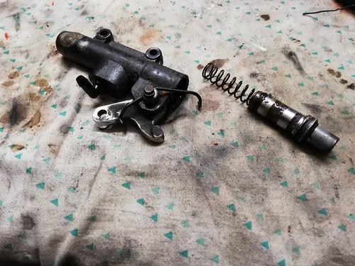 Pompa freni posteriori smontata - Moto Guzzi V50