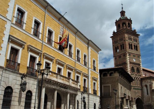Teruel - Ayuntamiento y Torre mudéjar de la Catedral