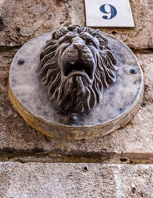 Lion Figure - Valencia (Fujifilm X100F) (1 of 1)