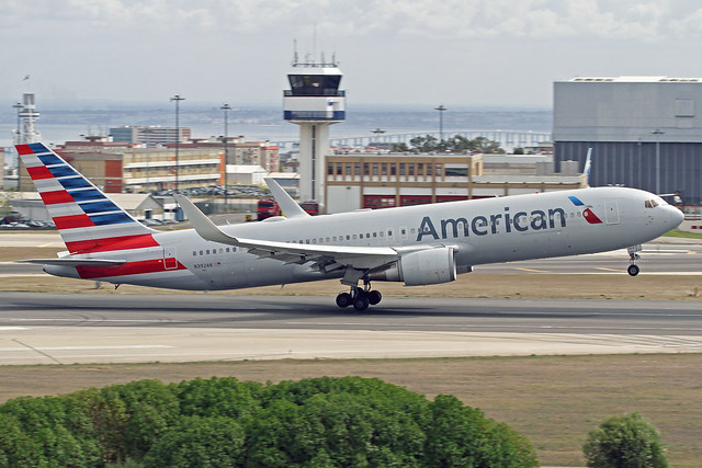 American Airlines Boeing 767-323(ER) N392AN LIS 16-10-19
