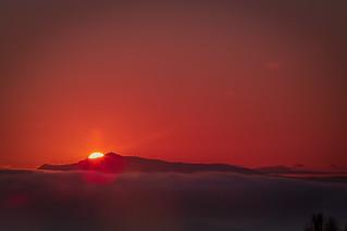 Salida del sol tras el monte Oiz