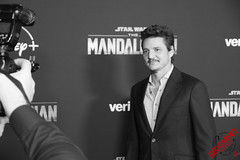 Pedro Pascal at the Special Fan Screening of The Mandalorian at the El Capitan Theatre in Hollywood - DSC_0636