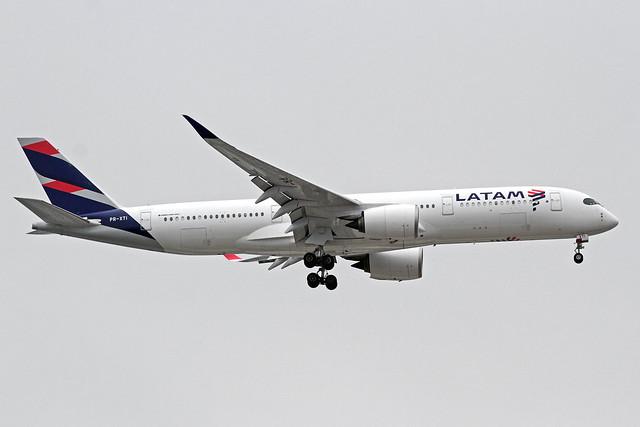 LATAM Airlines Brasil Airbus A350-941 PR-XTI MAD 17-10-19