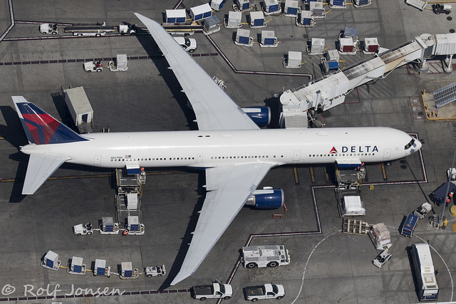 N837MH Boeing 767-400ER Delta Airlines Los Angeles airport KLAX 12.09-18