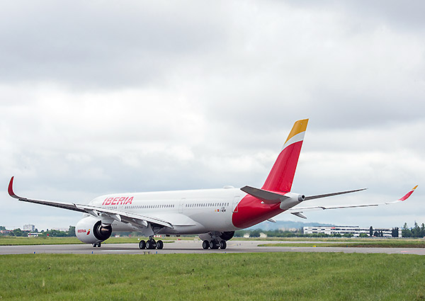 Iberia A350-900 taxi out (Airbus)