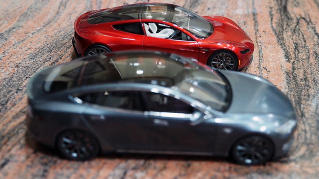 Tesla P85DL vs Roadster (2)