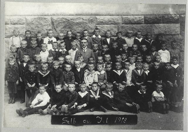 Archiv U424 Jungenklasse mit Lehrer, Selb Oberfranken, Juli 1918