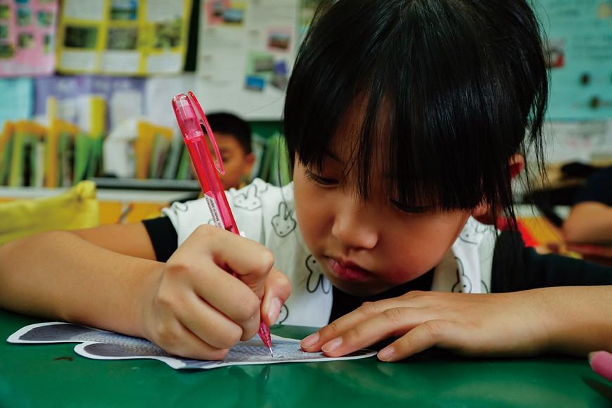 學生們寫下對金目鱸的感謝,有學生說希望金目鱸可以讓家人身體健康,自己也會用感恩的心情吃下,不會浪費。
