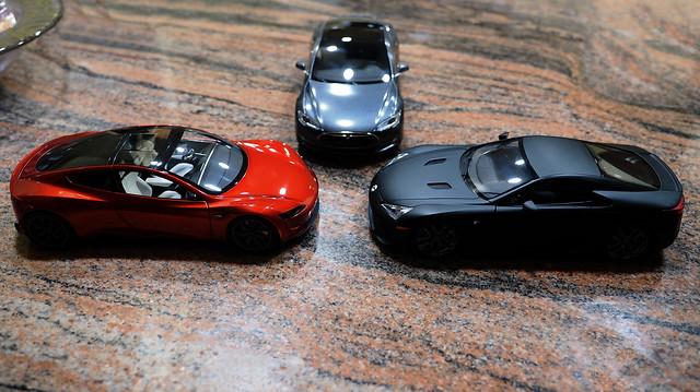 Tesla Roadster vs Lexus LF-A