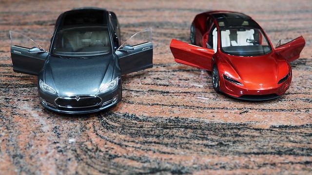 Tesla P85DL vs Roadster (3)