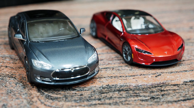 Tesla P85DL vs Roadster (1)