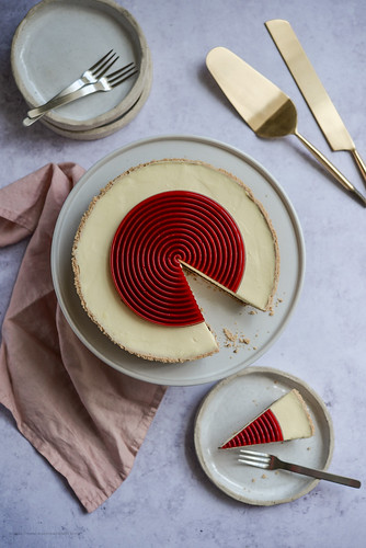 No bake Vanilla cheesecake with chocolate ganache and Raspberry Jelly disc | by michtsang
