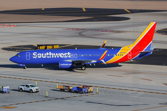 Southwest Airlines Boeing 737-800 N8568Z