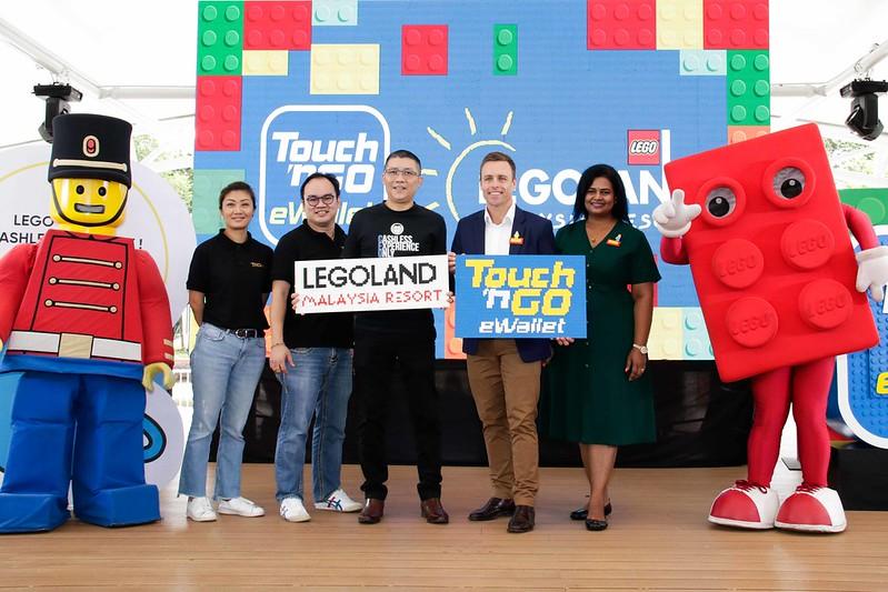 Shopping Tanpa Tunai di Legoland® Malaysia Resort Guna Touch 'n Go eWallet