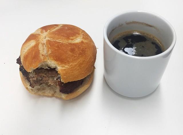Meatball & coffee / Fleischpflanzerl & Kaffee