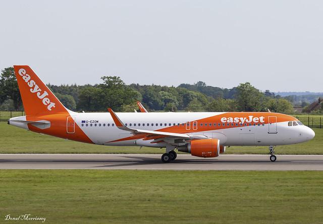 EasyJet A320-200 G-EZOM