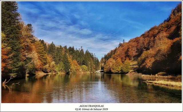 Otoño de aguas tranquilas. Lac d'Anglus. Valle de Aspe. Pirineos. Francia / Lac d'Anglus. Vallée de l'Aspe. Francais Pyrénées. France