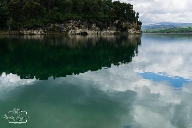 🎼 Qué bonito es... 🎶Reflejo de vida ❤️📷   #embalsedelcondedeguadalhorce #málaga #andalucía #españa #spain #turismospain #embalse #reservoir #reflejos #reflexes #espejo #mirror #paisaje #landscape #senderismo #trekking #na
