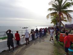 Muchedumbre asiste al Cruce a Nado 2019, Bo. Playa, Ponce, PR, mirando al oeste (DSC01884)