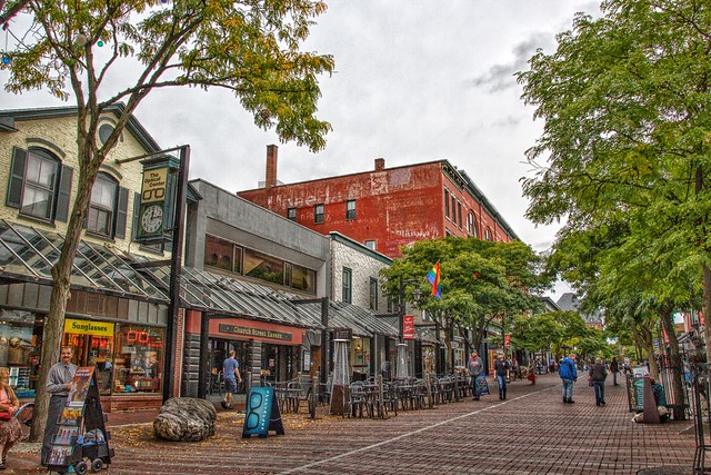 Burlington Vermont - Church Street Tavern - Historic District - Pedestrian shopping