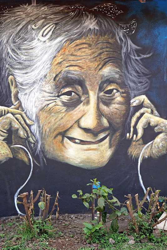 Chile-02899 - Mural - AirPods.....