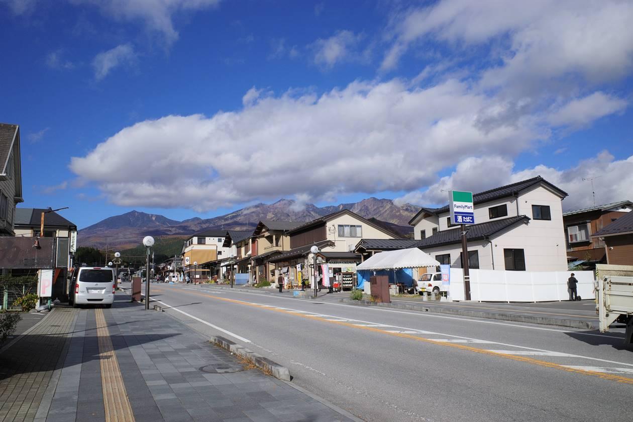 東武日光駅から眺める女峰山