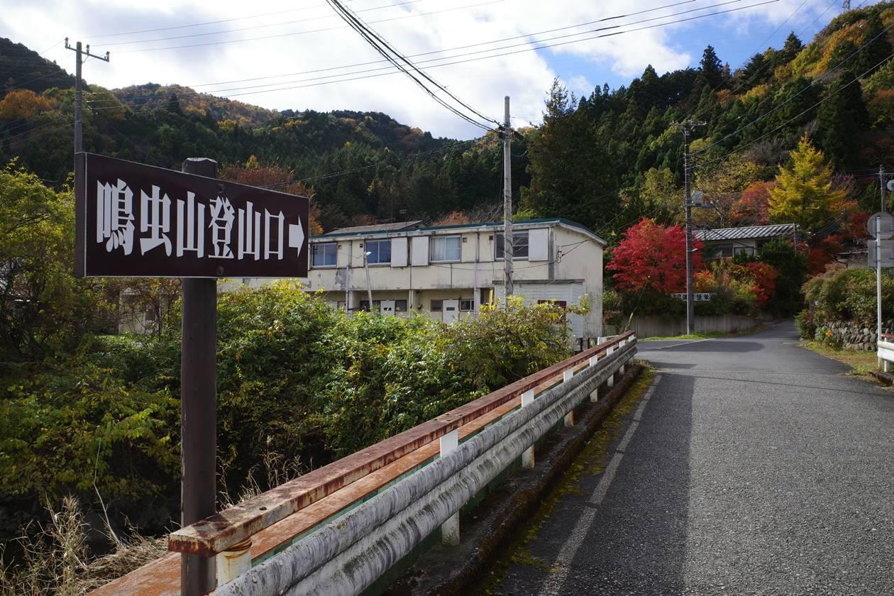 鳴虫山登山口までの標識