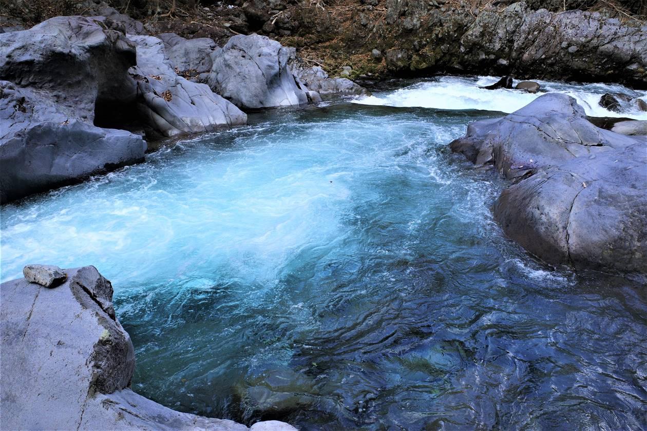 憾満ヶ淵の川の流れ